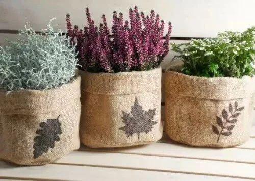 Decorare casa con la juta: vasi per le piante.