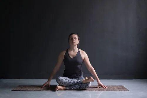 Posizione Yoga Agnistambhasana.