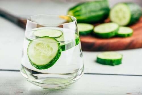 Acqua di cetriolo contro la ritenzione idrica