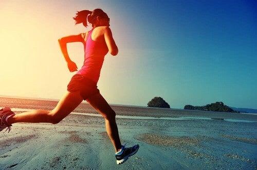 Atleta professionista che corre.