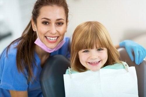 Reimpianto dei denti da latte: come funziona?