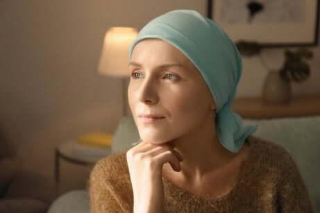 Donna che è stata sottoposta a chemioterapia.