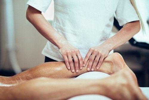 Massaggio ai polpacci.