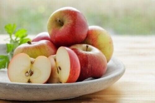 Calmare il bruciore di stomaco con le mele.
