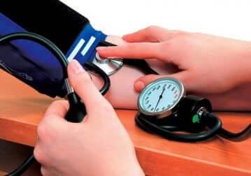 Manidipina: misurazione della pressione.