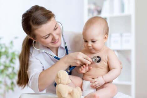 Visita dalla pediatra per fossetta sacrale.