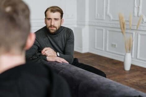 Ragazzo con psicologo.