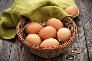 Uova nel cesto.