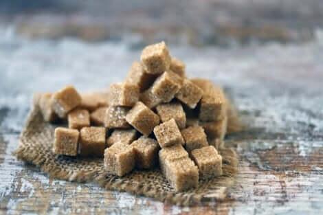 Zollette di zucchero di canna.