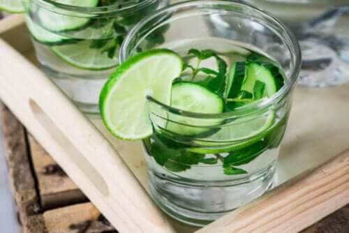 Acque depurative (detox): benefici e miti