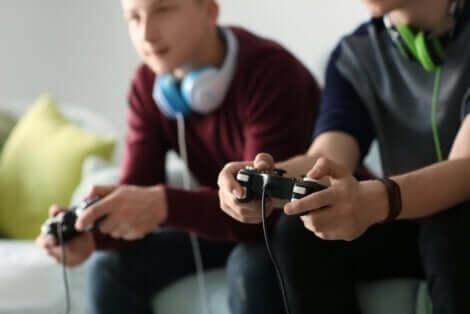 Giocare ai videogiochi.