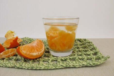 Acqua detox all'arancia.