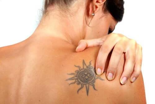Cancellare un tatuaggio, è possibile?