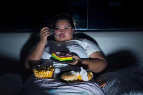 Le bugie sullo zucchero possono favorire l'obesità.