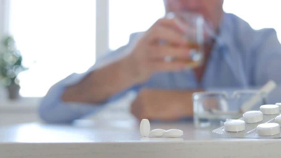 Metabolismo epatico antibiotici alcol.