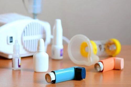 Trattamento farmacologico con Budesonide per l'asma.