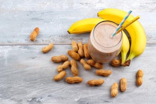 Frullato energetico al burro di arachidi e banana: ideale per gli sportivi