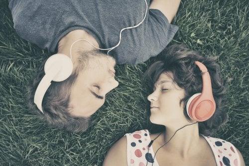 Io e il mio compagno abbiamo gusti musicali diversi
