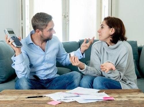 Discussioni sui soldi: come evitare di distruggere la coppia
