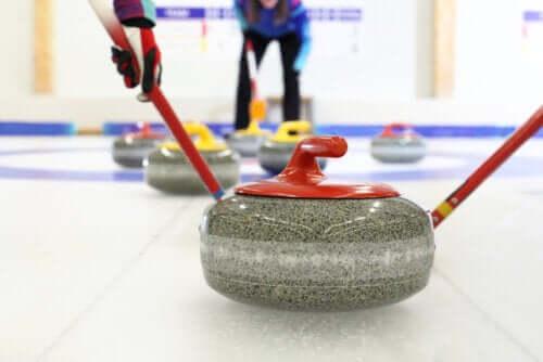 Curling, uno sport invernale facile e divertente