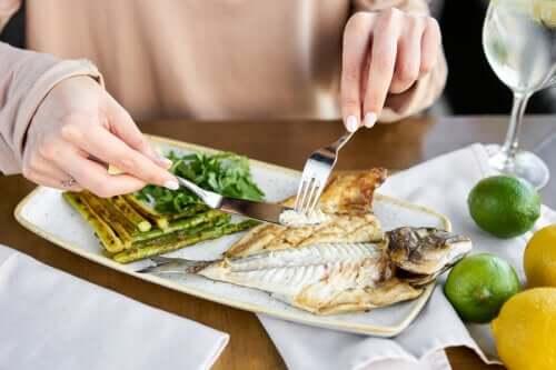 Dieta povera di carboidrati per dimagrire