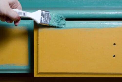 Dipingere i mobili in legno: alcuni consigli