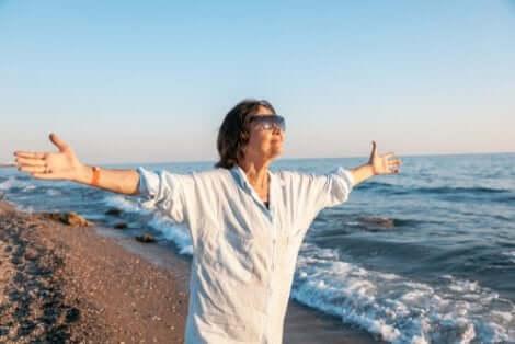 Donna in riva al mare.