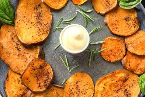 Chips di batata piccanti: uno snack che adorerete