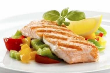 Filetto di pesce con verdure.