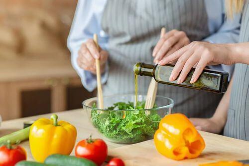 Dieta varia per ottenere vitamine e antiossidanti.