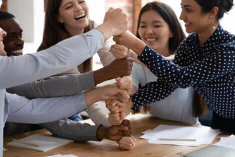 Attività di gruppo per sviluppare la fiducia: gioco di gruppo.