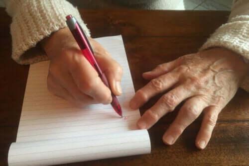 Callo dello scrittore: cause e trattamento