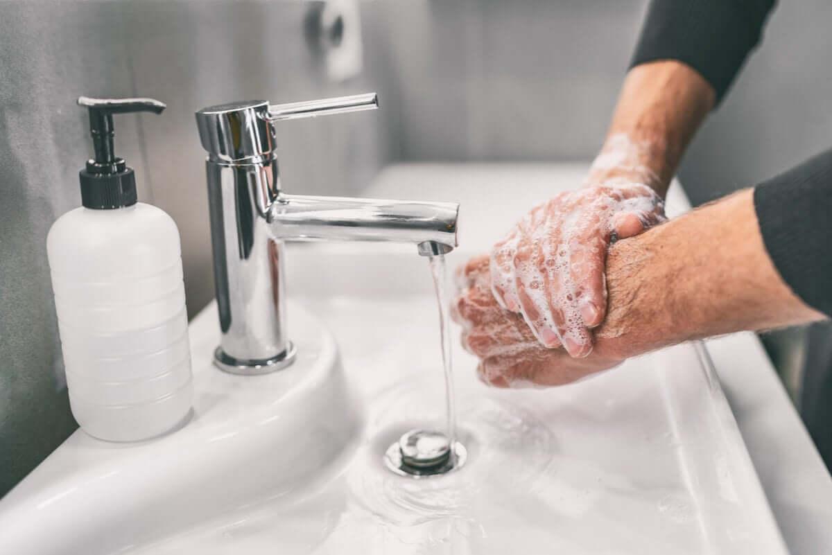 Lavare le mani.