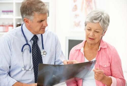 Osteoporosi post menopausale: cause e trattamento