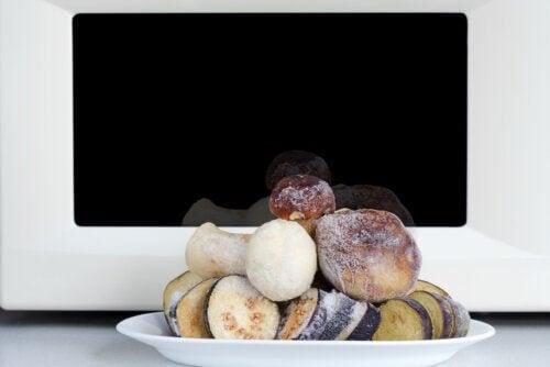 Funghi al microonde: ricetta facile e veloce