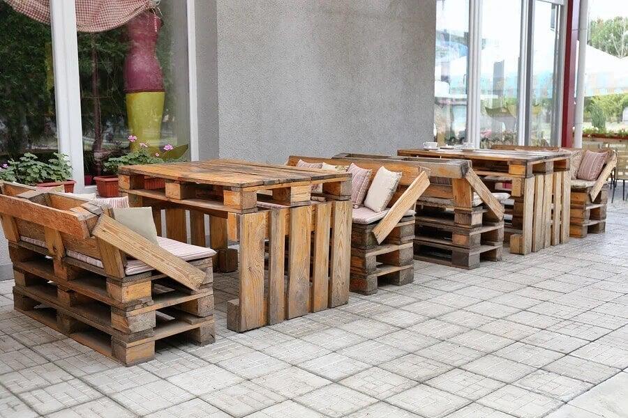 Mobili in legno riciclato.