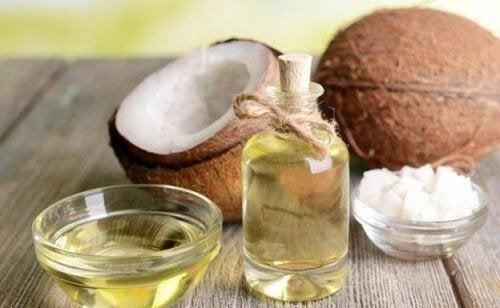 Olio di cocco per la cura del corpo: 5 modi per usarlo