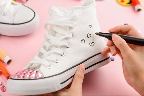 Personalizza le scarpe.