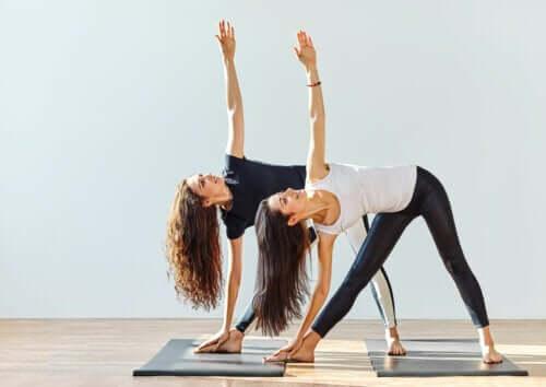 Praticare lo yoga: un aiuto contro l'osteoartrite?