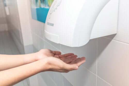 Asciugamano automatici: fanno male?