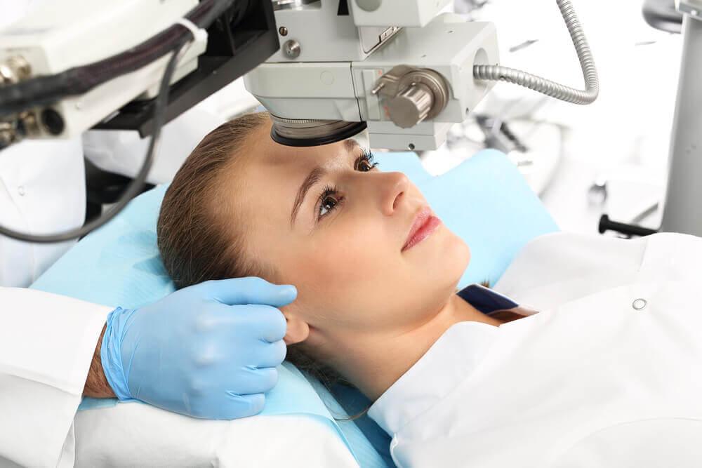 Chirurgia laser occhi.