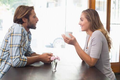 Conversazione tra due persone.