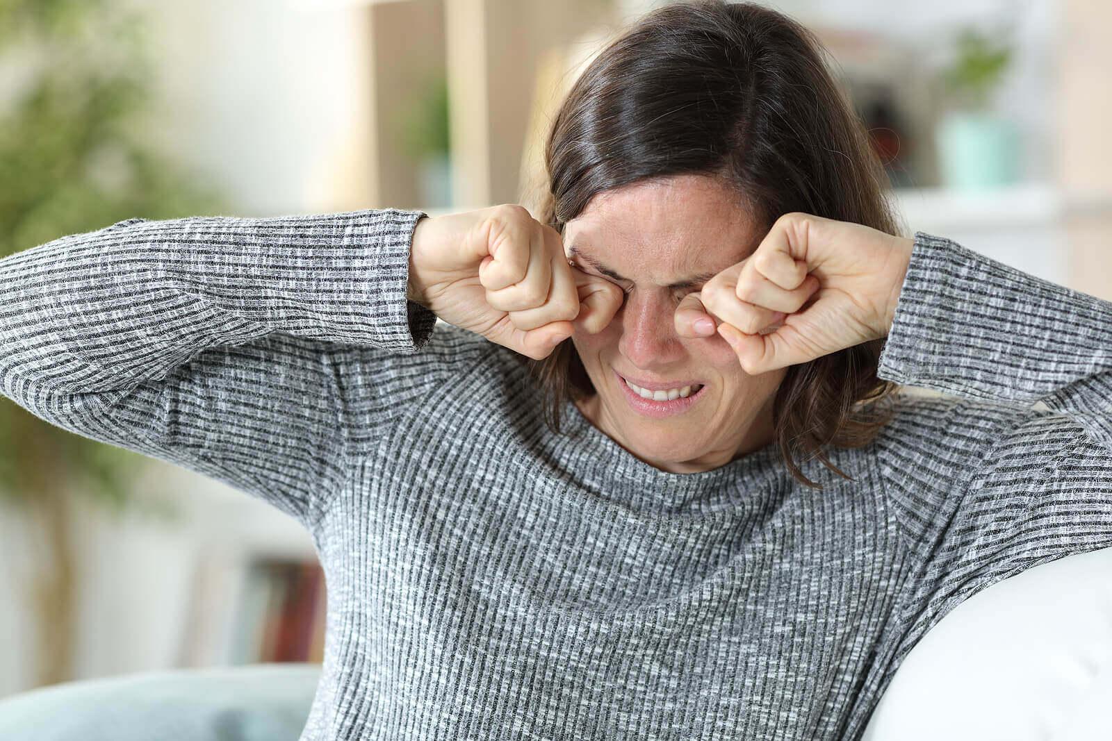 Strofinare può causare macchie rosse agli occhi.