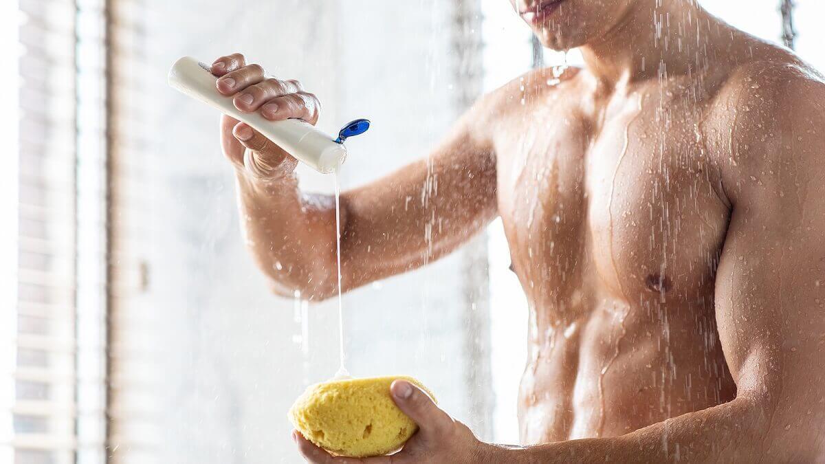 Fare la doccia.