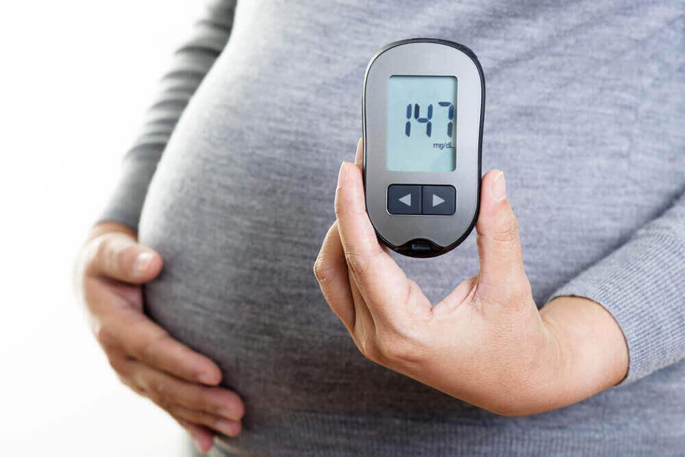 Donna incinta con diabete.
