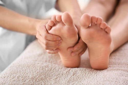 Massaggi ai piedi.