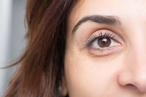 Occhi castani.