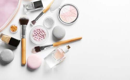 I prodotti cosmetici: decalogo delle buone abitudini