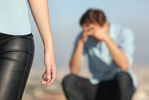 Ragazza che pone fine alle relazioni che creano dipendenza.