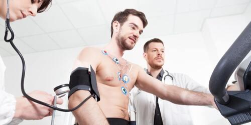 Test da sforzo cardiaco su un atleta.